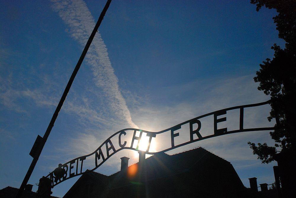 Auschwitz_main-gate