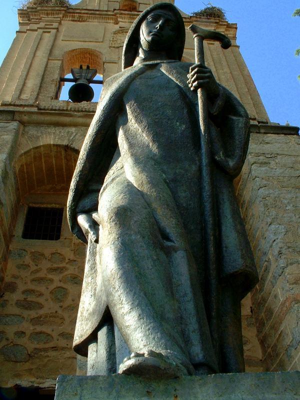 Teresa-vagabonda-statue_full-length