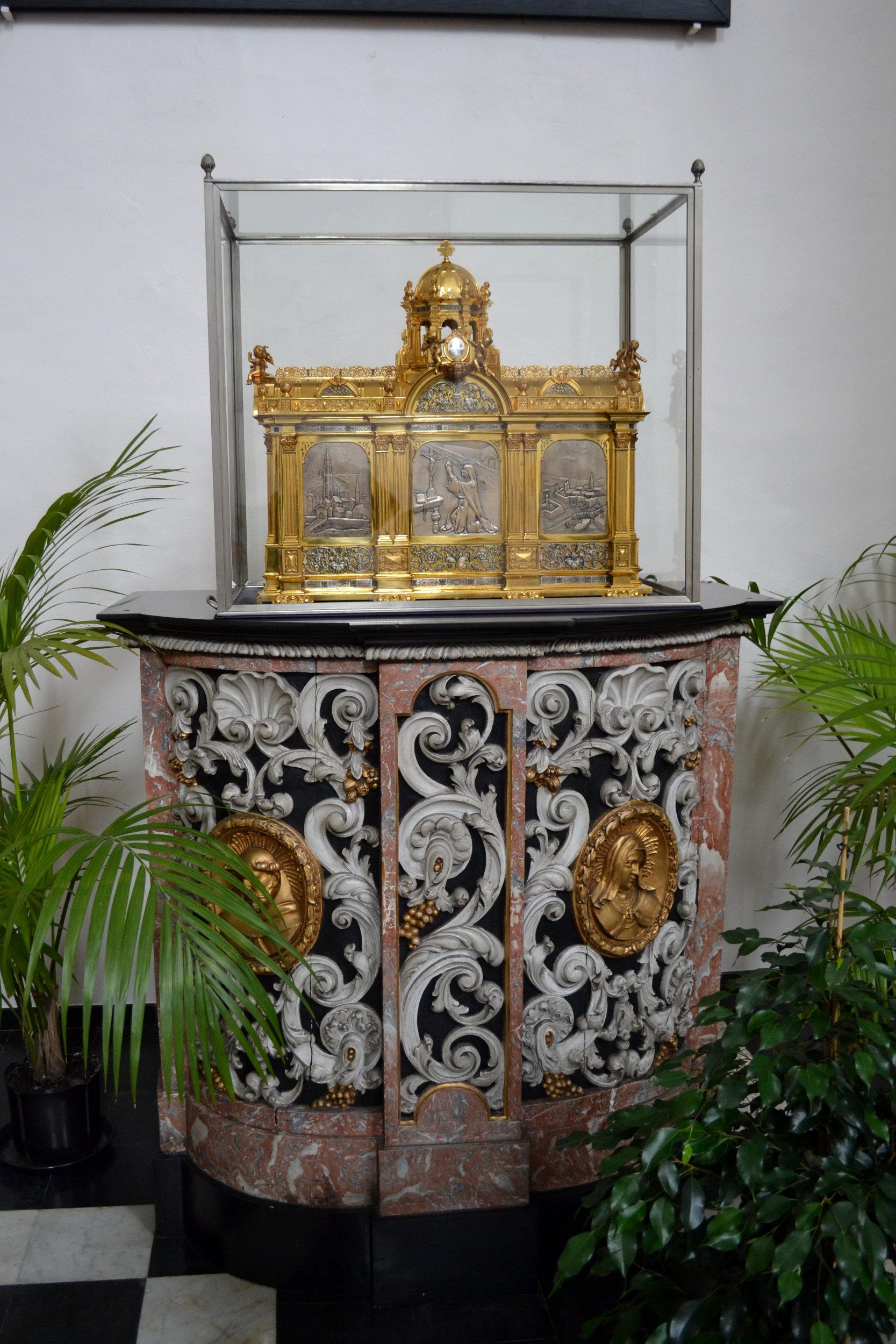 Karmelietessenklooster, Antwerp reliquary