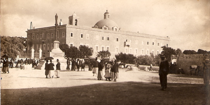 Photo of Stella Maris Church and Monastery in 1920 | Karimeh Abbud / Wikimedia Commons