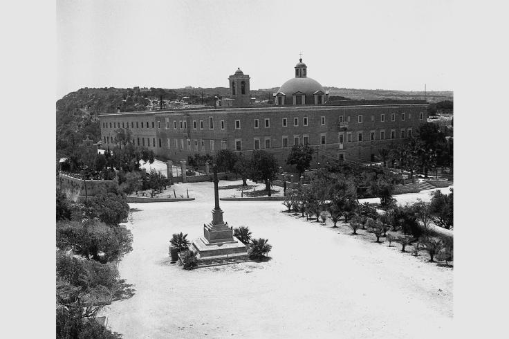 THE_STELLA_MARIS_MONASTERY_ON_THE_FRENCH_CARMEL_IN_HAIFA._מנזר__סטלה_מאריס__על_הכרמל_הצרפתי_בחיפה.D397-105_1934