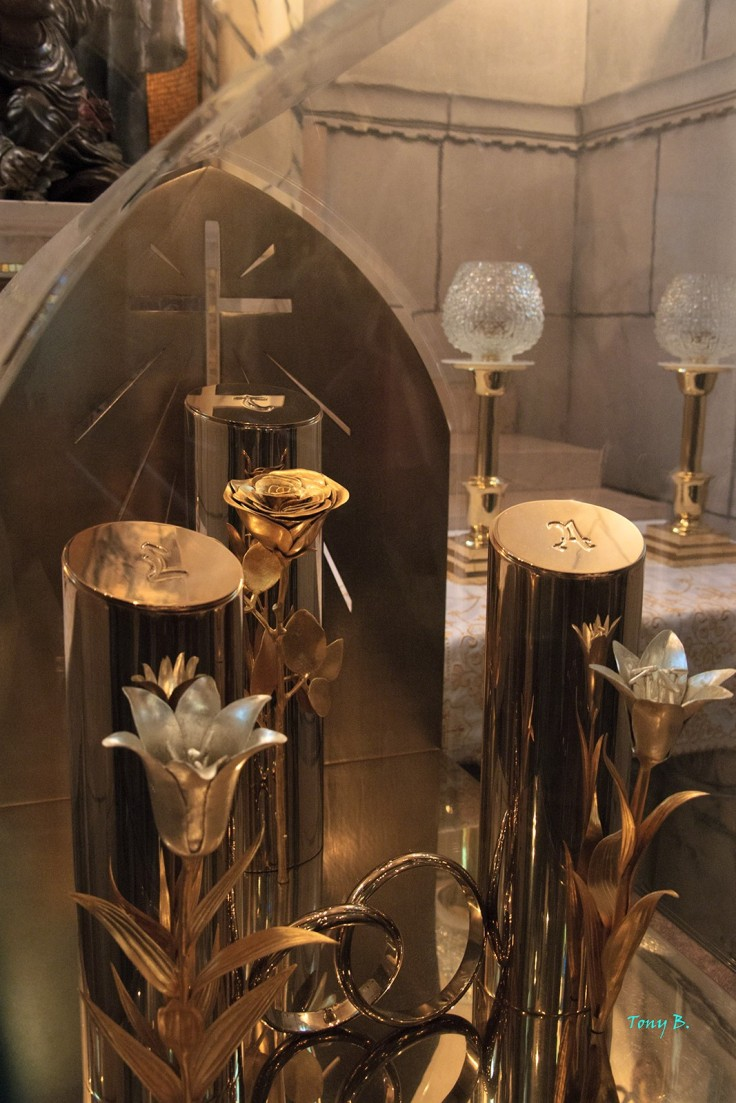 Louis-Zelie-Therese reliquary (2)