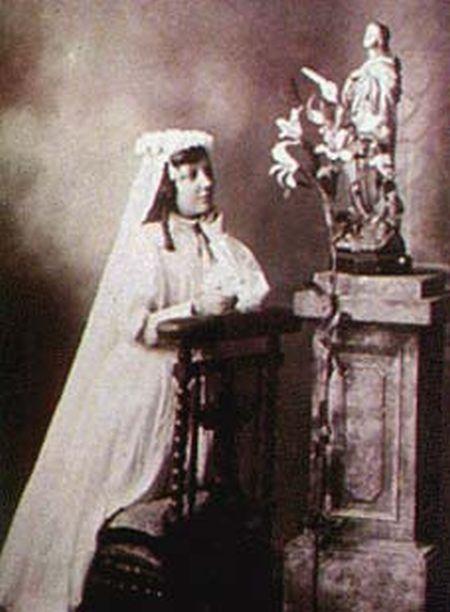 Teresa-de-los-Andes-First-Communion
