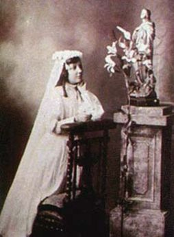 Teresa-de-los-Andes-First-Communion