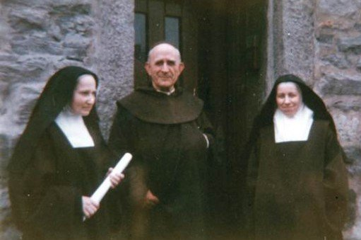 Marie-Eugene-of-the-Infant-Jesus_with-2-nuns