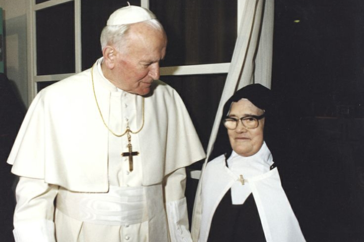 JohnPaul2-with-SisterLucia